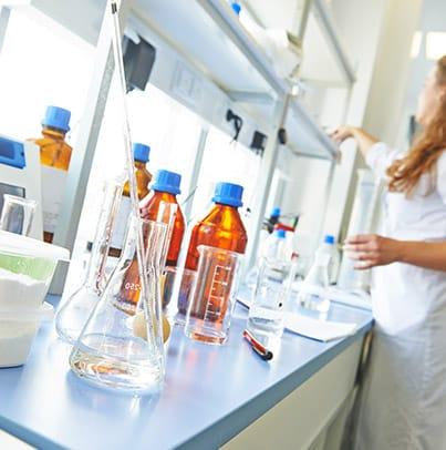 Introduction générale à la biochimie : de la chimie à la biologie